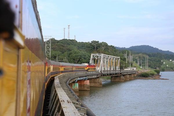 panama-canal-railway